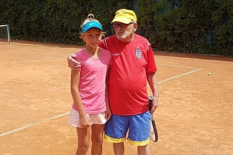 105 на двоих.  94-летний Леонид Станиславский и 11-летняя Лиза Котляр